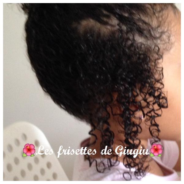 Si les cheveux tombent avec les racines noires