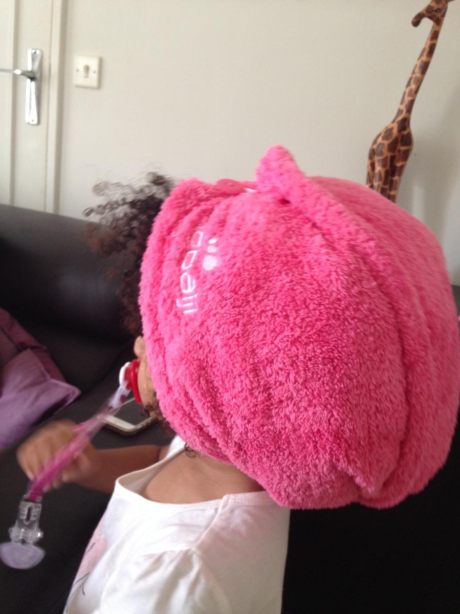 La serviette microfibre les cheveux fris s vont adorer - Attrape cheveux douche ...